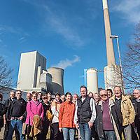 Aktive Oldies vor der Skyline der Mehrumer Kraftwerkes